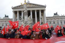 Avusturya'da 'Teröre Lanet,Demokrasiye Davet' mitingi!