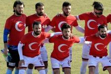 Tokatspor Türk bayraklı tişörtlerle maça çıktı