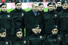 Şehitlere saygı maçında Erdoğan'dan anlamlı poz