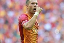 Lukas Podolski şarkıcılığa soyunuyor