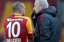 Mustafa Denizli Sneijder'i neden kesti?