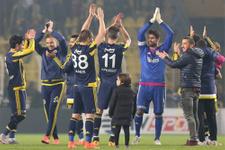 Fenerbahçe galibiyeti taraftarıyla kutladı