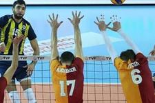 Fenerbahçe ile Galatasaray kozlarını paylaşıyor