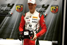 Schumacher'in oğlundan Formula 4'te çifte zafer
