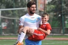 Futbolculara kızdı sahaya çocukları çıkardı