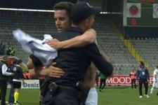 Konyasporlu Rangelov maç sonu polise sarıldı