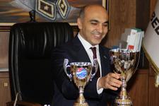 Ataspor dünya kupalarını başkan Kerimoğlu'na getirdi