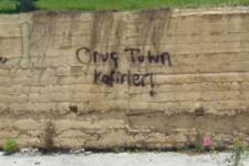 Alevilerin yaşadığı mahallede 'Oruç tutun kafirler' yazısı!