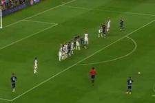 Messi'den müthiş frikik golü!