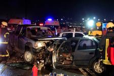 Kocaeli'de 4 araç birbirine girdi ölü ve yaralılar var