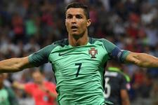 Ronaldo ödülünü Nani'ye verdi