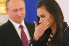 Vladimir Putin isyan etti Isinbayeva ağladı!