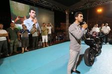 Kenan Sofuoğlu motosikletiyle nöbette
