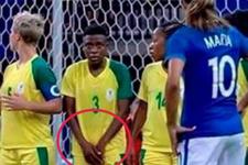 Kadın futbolcunun hareketi olay oldu!