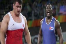 Kübalı güreşçinin dansı Türk antrenörü çıldırttı!