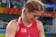 Buse Tosun hem ağladı hem de ağlattı