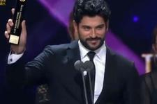 Burak Özçivit'ten Kore Ödül Töreni'nde duygulandıran konuşma