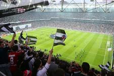 Beşiktaş Galatasaray taraftarına jest hazırladı