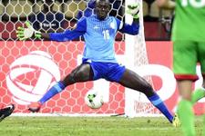 Senegal kalecisi maçta rezil oldu! İşte o anlar