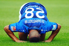 Alman kulübü müslüman futbolcuyu terörist diye kovdu