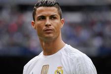 Real Madrid taraftarı Cristiano Ronaldo'yu topa tuttu