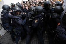 İspanya Katalonya referandumda gerginlik  sandıklara el konuldu
