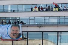 PKK'lılar AFP'yı bastı Öcalan posteri astı