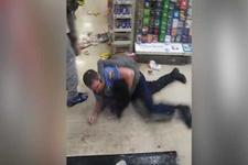 Marketi birbirine katan kadın hırsızın polisle yumruk yumruğa kavgası