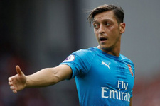 Mesut Özil'e doğum gününde taraftar şoku