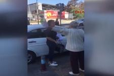 Yaya geçidine otomobilini park eden kadına ilginç tepki