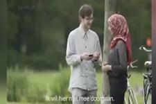 Hollanda vatandaşlarının müslüman kadına verdikleri tepki