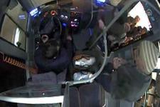 Şikayetlerden sıkılan şoför otobüsten indi