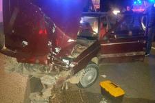 Manisa'da TIR, otomobile çarptı: 8 yaralı