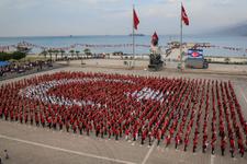 Hatay'da bin 923 kişiden Türk bayrağı koreografisi