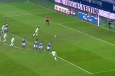Mario Gomez'in ayağı kaydı, penaltıyı kaçırdı!