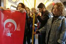 İzmir'de metro yolcuları önce şaşırdı, sonra şaşırttı!