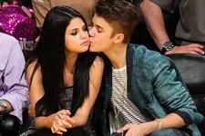 Selana Gomez ile Justin Bieber yeniden görüştü aile çıldırdı