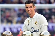 Cristiano Ronaldo Ballon d'Or ödülünü sattı