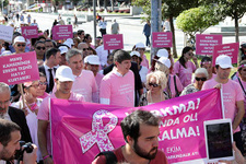 Başkan Türel meme kanserine farkındalık için yürüdü