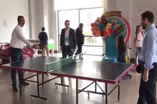 Bakanlar Abdülhamit Gül ve Berat Albayrak masa tenisi oynadı