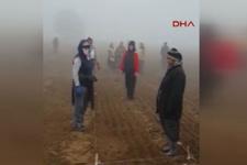 Tarlada çalışan kadınlardan Ata'ya saygı duruşu