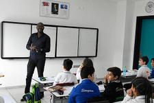 Uganda'dan geldi şimdi Diyarbakır'da öğretmenlik yapıyor