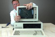 Dünyanın ilk bilgisayarını açtılar içinden bakın ne çıktı