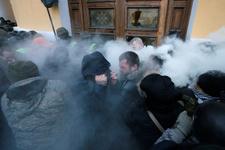 Ukrayna'da Saakaşvili taraftarları polisle çatıştı!