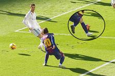 Lionel Messi Ronaldo'yu çorapla yıktı