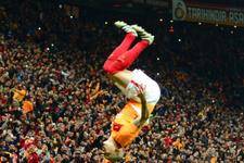 Galatasaray'ın yıldızı Maicon'dan harika frikik golü