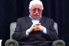 Fethullah Gülen'in uçuk yalanları! Peygamber gelip üstümü...