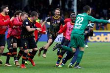 Benevento Milan'ı son saniyede kalecisiyle yıktı