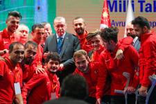 Cumhurbaşkanı Erdoğan milli futbolcuya telefonla kız istedi