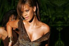 Rihanna'nın çorapları olay oldu! Dudak uçuklatıyor